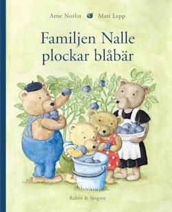 Familjen Nalle plockar blåbär